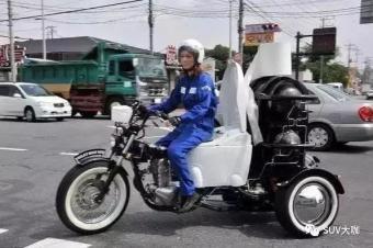 边拉屎边开车,日本发明粪便摩托车!