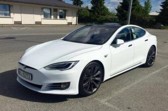 定制版特斯拉Model S长啥样?两个车位停不下