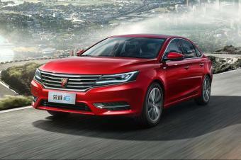 中国最强家轿VS日系销量王,10万出头选谁更值?