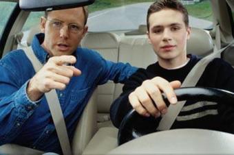 春节回家高速遇到爆胎怎么办?老司机教你如何自救