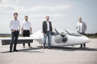 首款量产飞行汽车明年交付,有钱也不定能买?