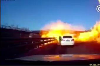高速突发交通事故,过年自驾回家遇到这些事故怎么做