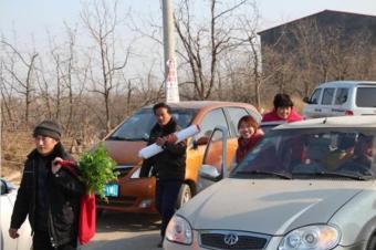 开奔驰和普通车回家过年,春节因攀比而变味?
