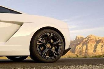 汽车买什么样的轮胎比较好?越贵越高!