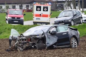 奔驰失控、特斯拉伤人、优步致死 自动驾驶靠谱吗?