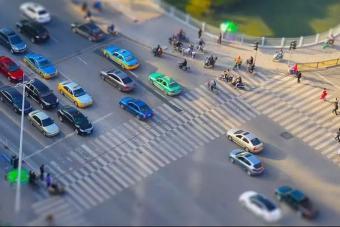 """违法中的""""奇葩项"""":大弯小转,7余万车主已被罚,新交规需了解"""