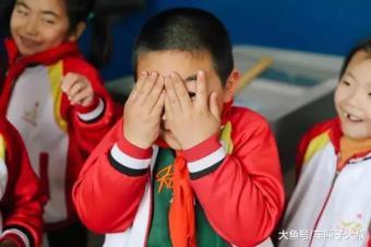 一支红粉笔打开孩子们的视界