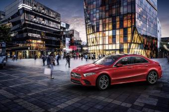 全新A级轿车与迈巴赫至臻豪华概念车压阵—— 奔驰气势如虹