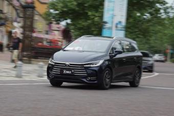 颜值即正义?比亚迪宋MAX除了颜值更有硬实力-有车Video 北京车展高清图片
