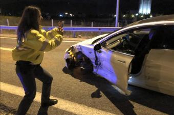 特斯拉Model 3准备穿越25国家,遇事故后女警官先拍照