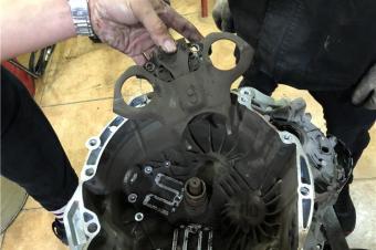 福特嘉年华变速箱故障,原来是离合器损坏造成