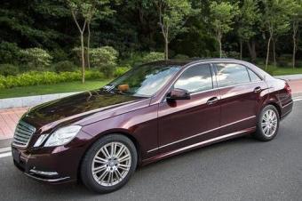 奔驰E级贴膜案例汽车改色贴膜黑玫瑰超亮金属膜