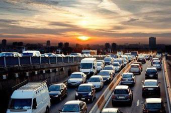 销量涨跌反差大 汽车行业洗牌临界点到了?