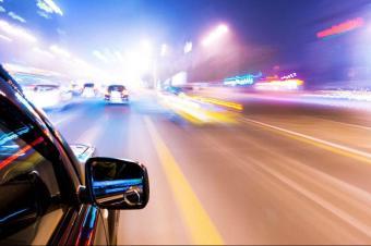 想省油这么开车就对了 千万要学着 老司机都是这么做