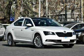 这车和大众迈腾同平台,越C级配置为争销量,起步价比低至11万
