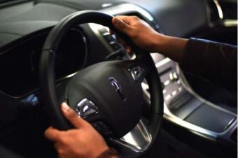 买车需谨慎 先试驾再给钱 不懂操控担心被骗