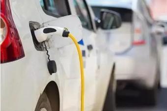 各国都颁布禁售燃油车时间,电动时代来临,燃油车还值得购买?
