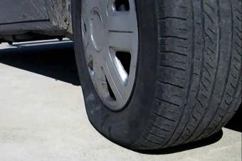 给汽车轮胎降压反而更容易爆胎?夏季最容易犯这些错误