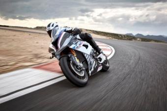 全碳纤维车架 这个摩托整车质量比汽车发动机还轻
