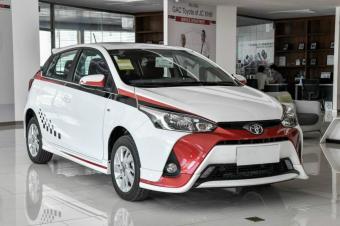 丰田最便宜的两厢车,白色车身搭丹红胡须,飞度也得被比下去