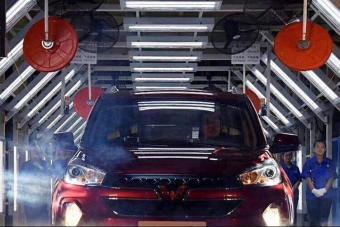 销量随便碾压朗逸的中国神车又加长了 五菱宏光推新款 变的更硬