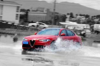 无惧风雨 阿尔法罗密欧F1赛道日初体验