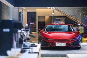 """碳纤维车身,国产""""法拉利""""前途K50市场价69万,你买吗?"""