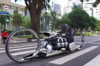 摩托车装上劳斯莱斯飞机引擎,这是能上天的节奏
