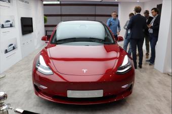 特斯拉Model 3亮相巴黎车展:北美销量超宝马3奔驰C级