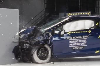 保险公司来做汽车碰撞测试,会有什么不一样?