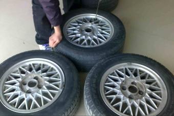 把磨损更严重的轮胎放前面还是后面,熟不知选错了会很危险