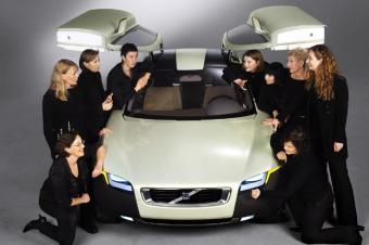 """这是一款女性设计师设计的""""女司机专用车"""",引擎盖不能手动打开"""