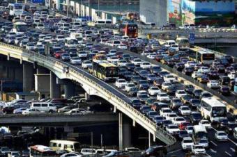 车卖不动了!经销商协会提议2.0L购置税减半,车水杯薪之举?