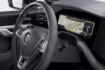 博世推全球首个曲面仪表板 用于新款大众途锐