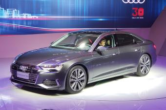 全新奥迪A6L正式发布 轴距加长100mm 它和奔驰E怎么选