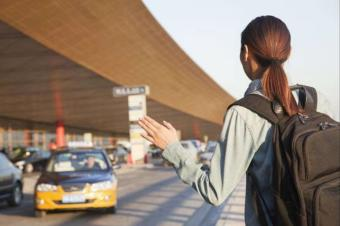 在线打车日益普及,还值得大费周章完善公共交通吗?