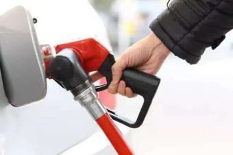 油价今年涨幅抹零,新一轮成品油价再次下调,92号油每箱省5元