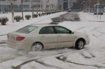 牢记冰雪驾驶技巧后长途穿越不怕路遇冰雪路面
