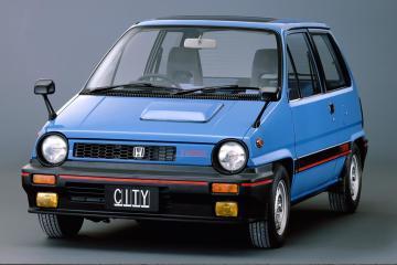 这本田小车能跑又节油,在尾箱里更有样想不到的玩意