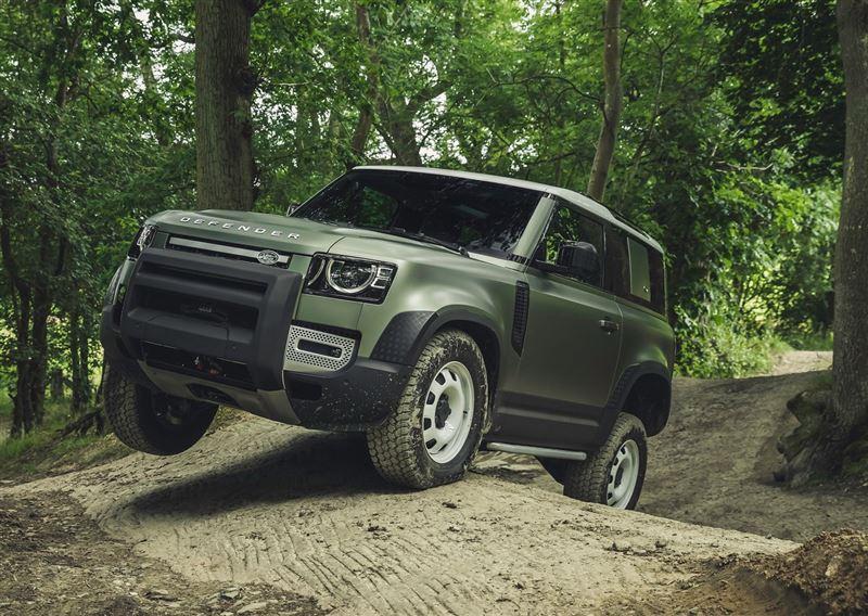外形受争议,改用承载式车身!经典硬派SUV,新一代路虎卫士亮相