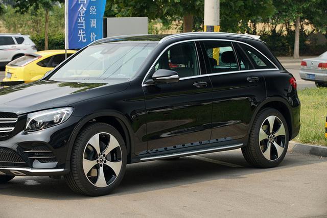 深圳奔驰汽车效果灯奔驰氛围,失速glc加装12色车内氛围灯比亚迪l3改装中行驶图片