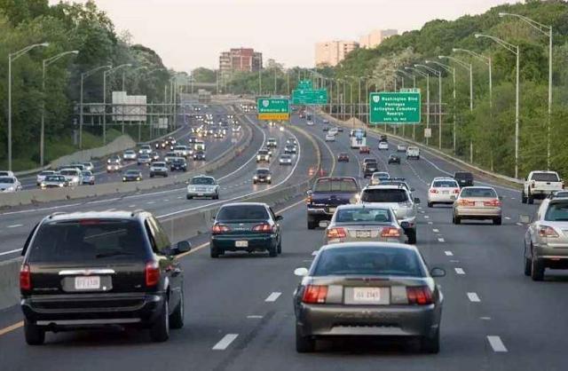 在高速上行驶,车速多少最省油?并不是120,别弄错了!