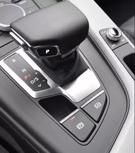 自动挡停车时挂p挡不拉手刹有什么后果