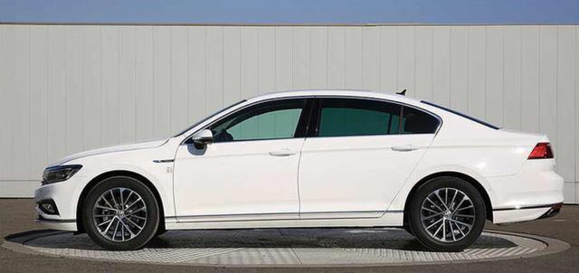 油耗低至1.8L,车尾带字母!新款迈腾光棍节发布