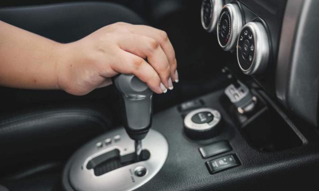 自动挡汽车,行驶的时候可以换挡吗?很多车主还不清楚