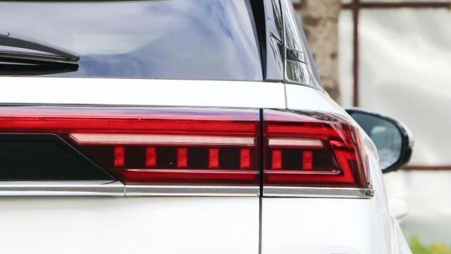 """国产又一""""黑马""""车型,长4米8比奔驰漂亮,提速8.6秒,14.99万起"""