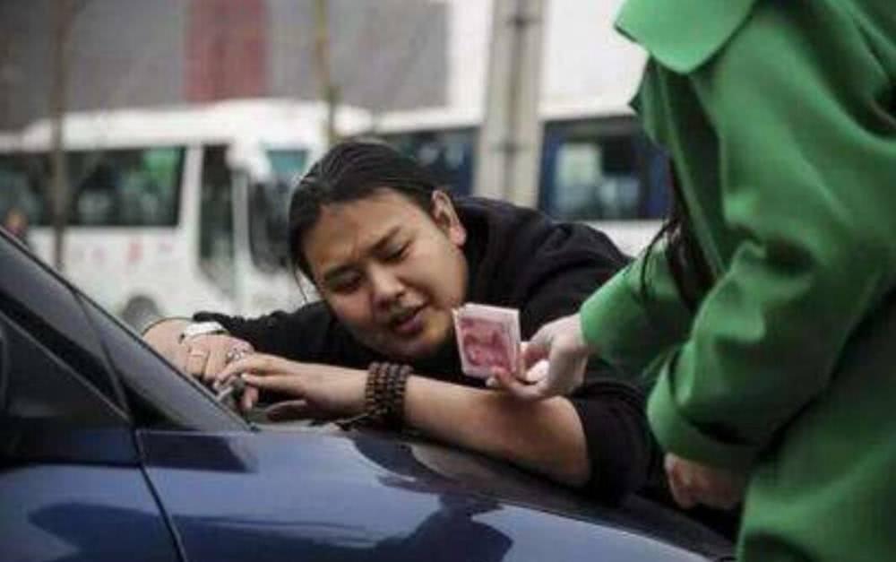 安装行车记录仪被扣12分?车主怒找交警,回复让人不淡定了