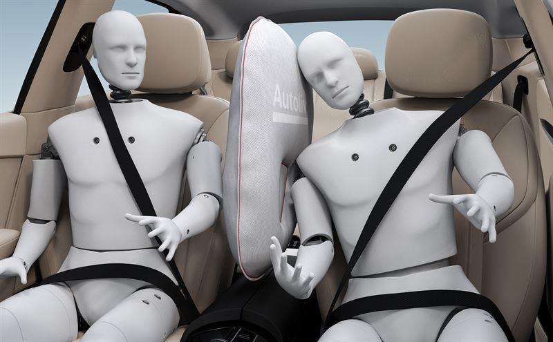 奥托立夫推前排中央安全气囊 防侧面碰撞中前排驾驶员与乘客相撞