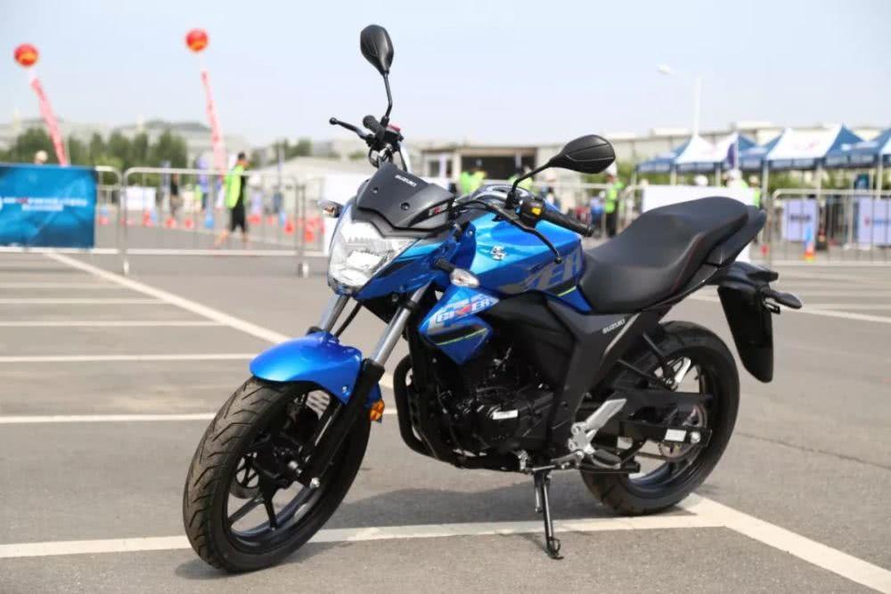 1万五以内都有哪些摩托!单缸四气门引擎+CBS,性能强劲,够实在