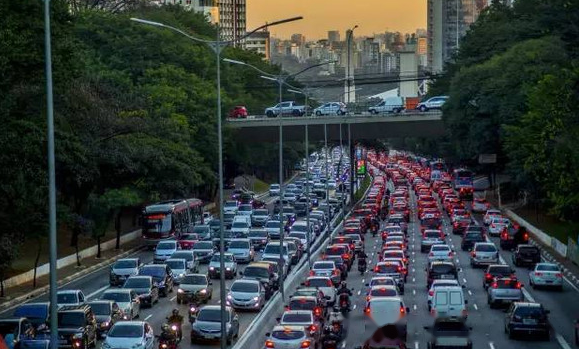 美国100人80人有汽车,日本100人55人有汽车,中国是多少?